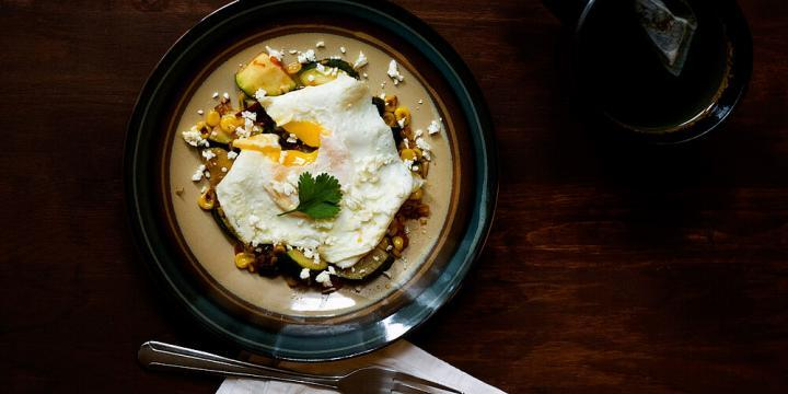Jalapeno Spiced Mexican Zucchini and Corn Topped with a Fried Egg Recipe by @SpicieFoodie   #jalapeno #zucchini #corn #eggs #meatlessmeals