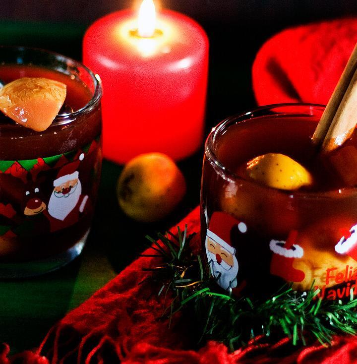 Mexican Christmas Punch by @SpicieFoodie   #ponche #navidad #tejocotes #vegan