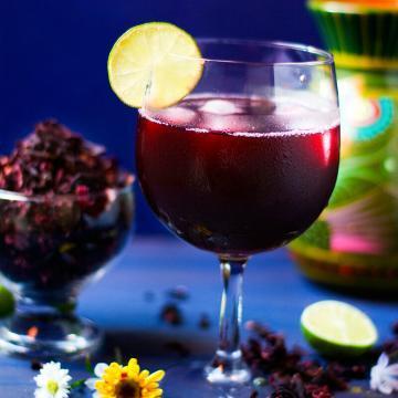 Agua de Jamaica or Hibiscus Tea by @SpicieFoodie