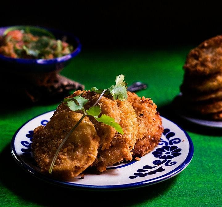 Fried Green Tomatoes Topped with Salsa by @SpicieFoodie