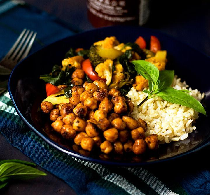 Sriracha Spiced Veggies and Chickpea Rice Bowls by @SpicieFoodie | #vegan #meatlessmeals