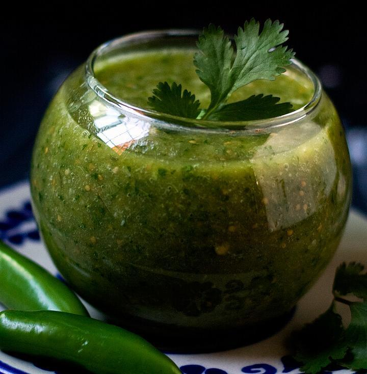 How to Make a Bland Store-Bought Jar of Green Salsa Taste Better by @SpicieFoodie | #Mexican #salsaverde #salsas