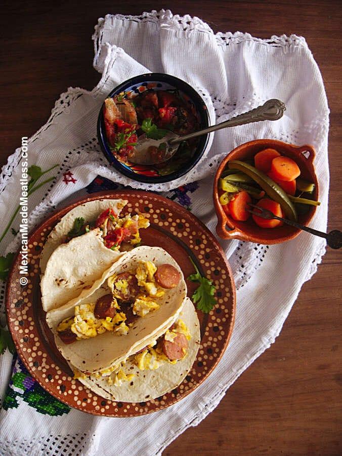 Breakfast Tacos: Huevo con Salschicha