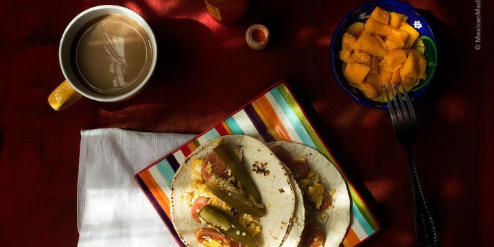 Scrambled #Eggs with (#Vegan) Hot Dogs: A Very Mexican Kid Breakfast | #huevos revueltos con #salchichas #veganas
