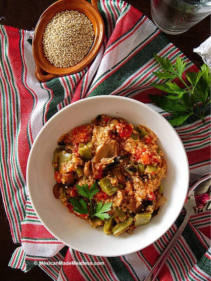 Vegan recipe for making quinoa with nopales.