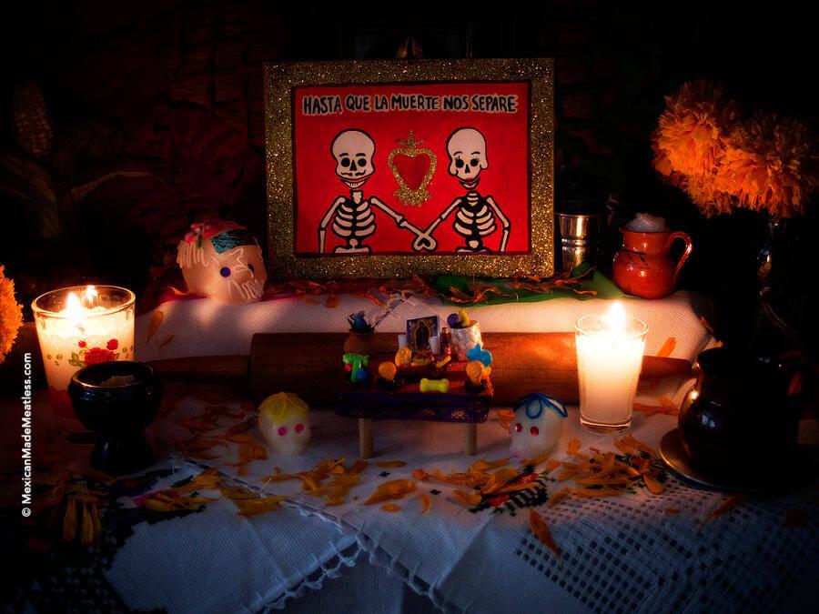 Small Dia de Los Muertos Altar